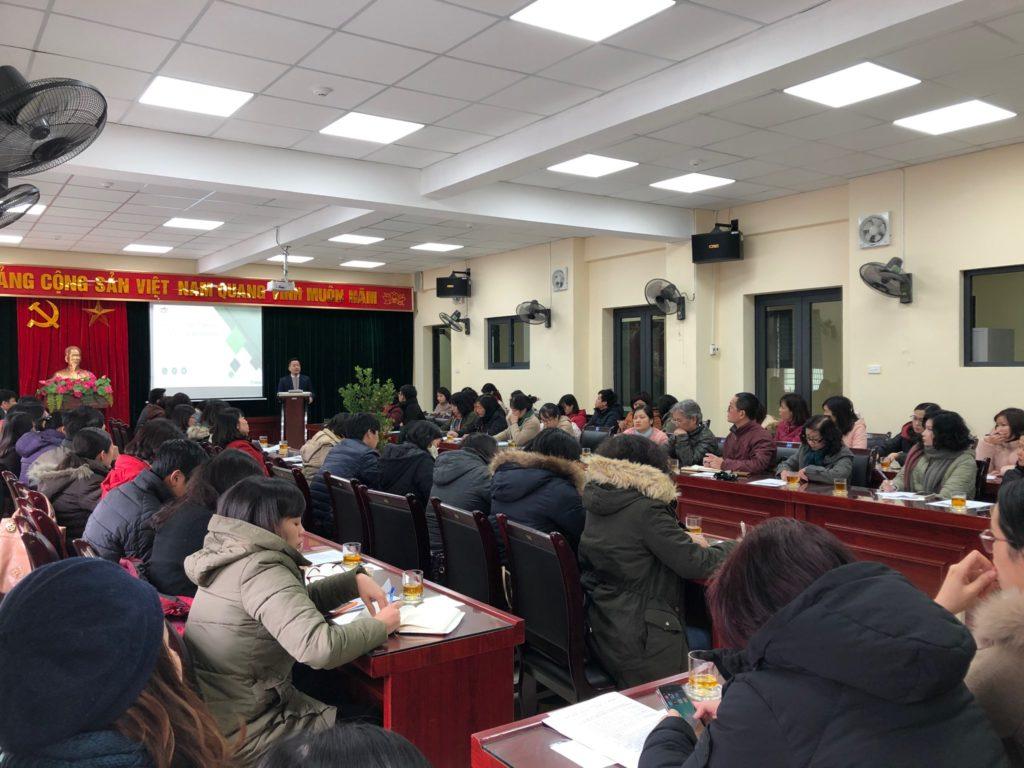 Thầy Lê Đức Thuận (Trưởng Phòng GD&ĐT quận Ba Đình) phát biểu khai mạc về mục đích, ý nghĩa và kế hoạch tổ chức Đấu trường Toán học tới các đại biểu tham dự.