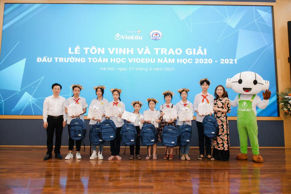 Trao giải đấu trường toán học vioedu huyện phúc thọ11